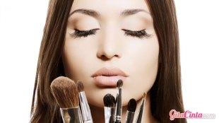 Peralatan Make Up Wanita - (Sumber: makeupbysehar.com)