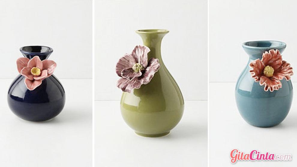 Vas Bunga Tanah Liat - (Sumber: katalogibu.com)
