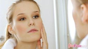 kosmetik, untuk, kulit, sensitif, dan, berjerawat, bahan, produk, jenis, perawatan, rutin, mencuci, muka, scrub, retinol, alkohol, parfum, efek, sebum, berminyak, kotoran, debu, bersih, micellar, water, non-alkohol, butiran, retinol