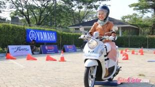 Helm untuk wanita berjilbab