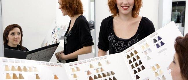 Memilih warna cat rambut di salon