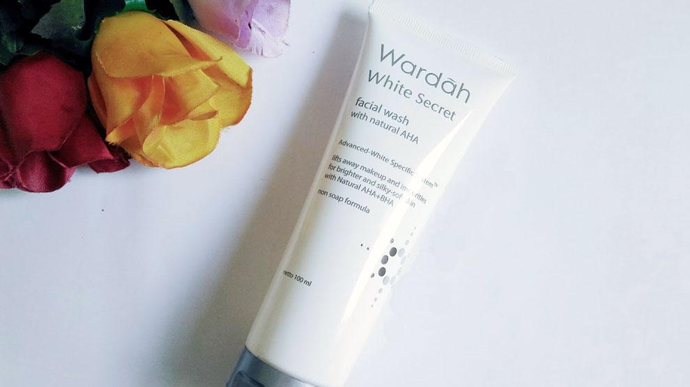 Wardah White Secret Facial Wash (sumber: handdriati.com)