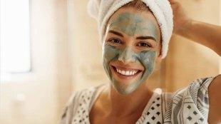 Ilustrasi: penggunaan masker wajah untuk hilangkan komedo & jerawat (sumber: lorealparisusa.com)