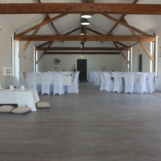 La grande salle, 76 places et de la place pour danser