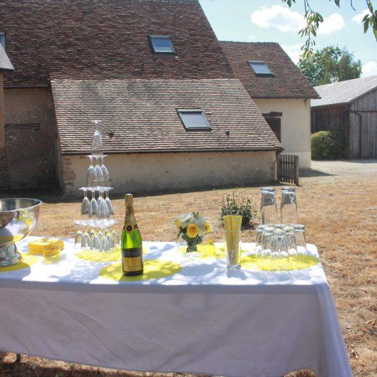 Le vin d'honneur et au fond la salle