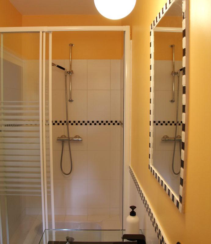 salle de bain moderne gite 2 couleur