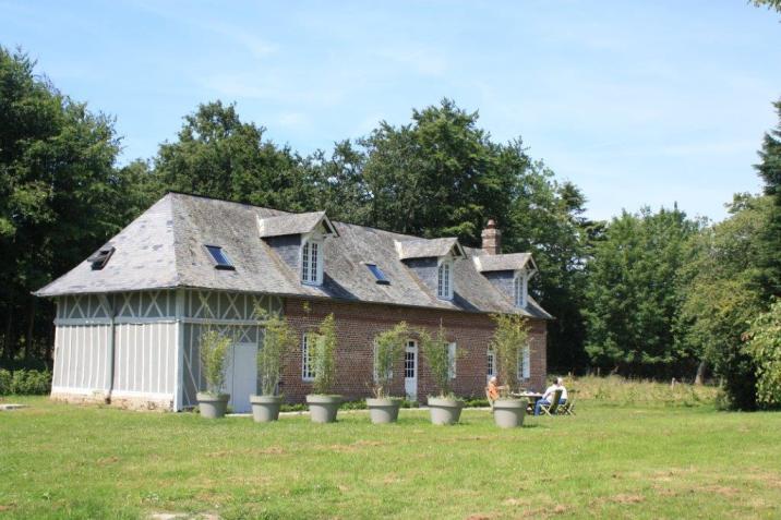 Le Relais du Château se situe sur le domaine de Janville