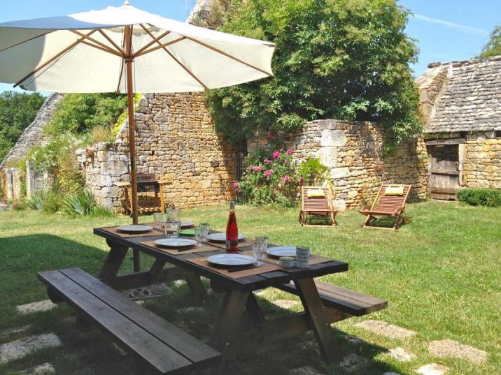 Il est possible de déjeuner sur la terrasse l'été