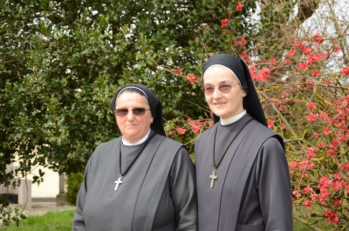 Anne Theresia et Suzanne Josèphe auront à cœur de vous accueillir au sein de leur propriété