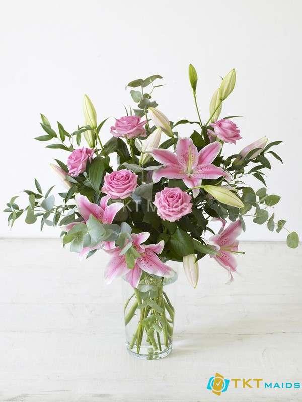Hoa Ly ly là loài hoa tượng trưng cho sự ấm áp và lòng biết ơn đối với thầy cô giáo