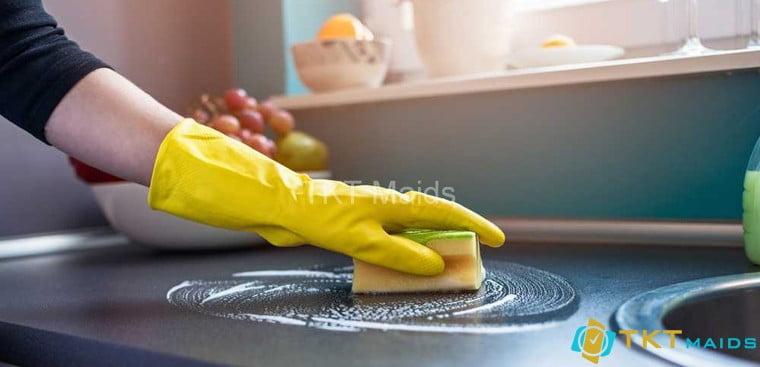 Hình ảnh: Làm sạch khu vực bàn bếp