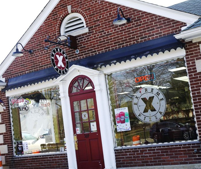 Extreme Pizza is located in Grosse Pointe, MI. Use the store locator to find an Extreme Pizza near you!