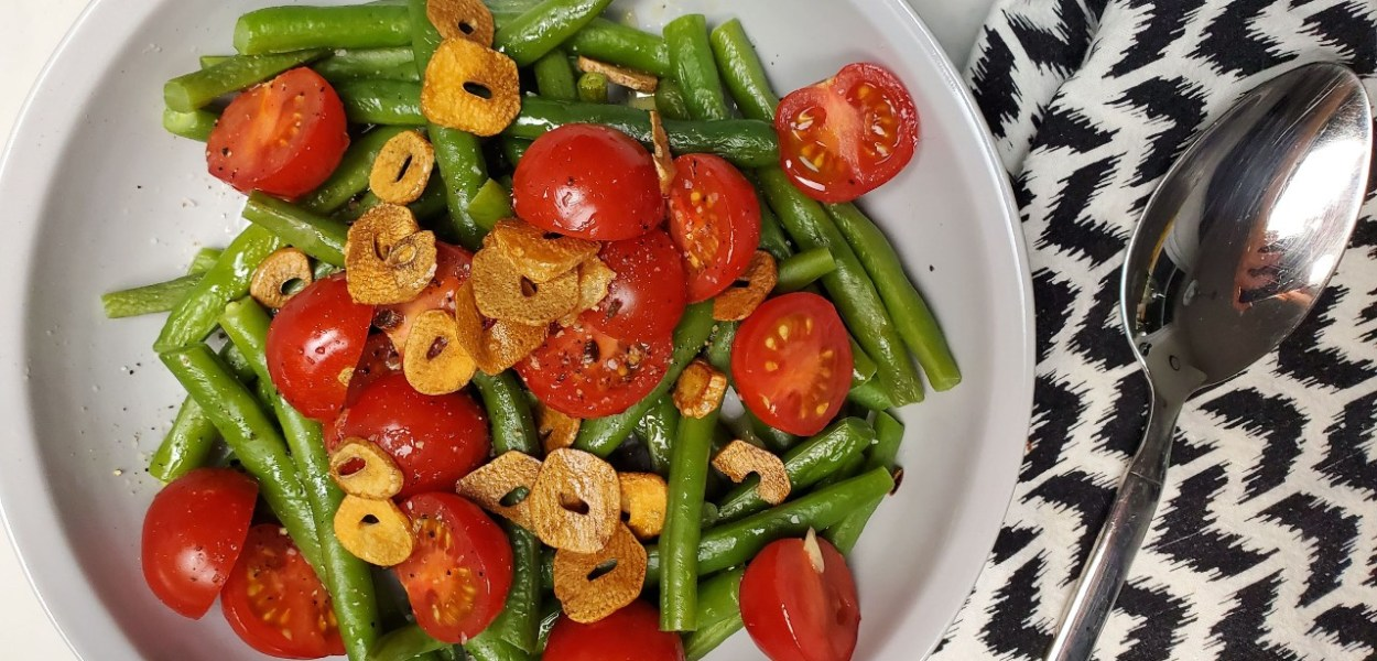 Green Beans with Tomatoes and Crispy Garlic