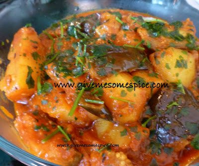 Potatoes and Aubergine (Eggplant) Curry (Ringna bateta nu shak)