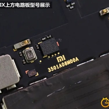 Zlaté logo naznačuje vlastnú výrobu