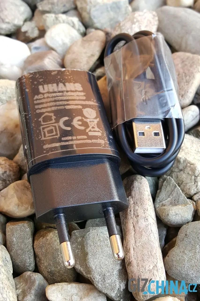 Nabíječka a kabel jsou jediné příslušenství, které využijete