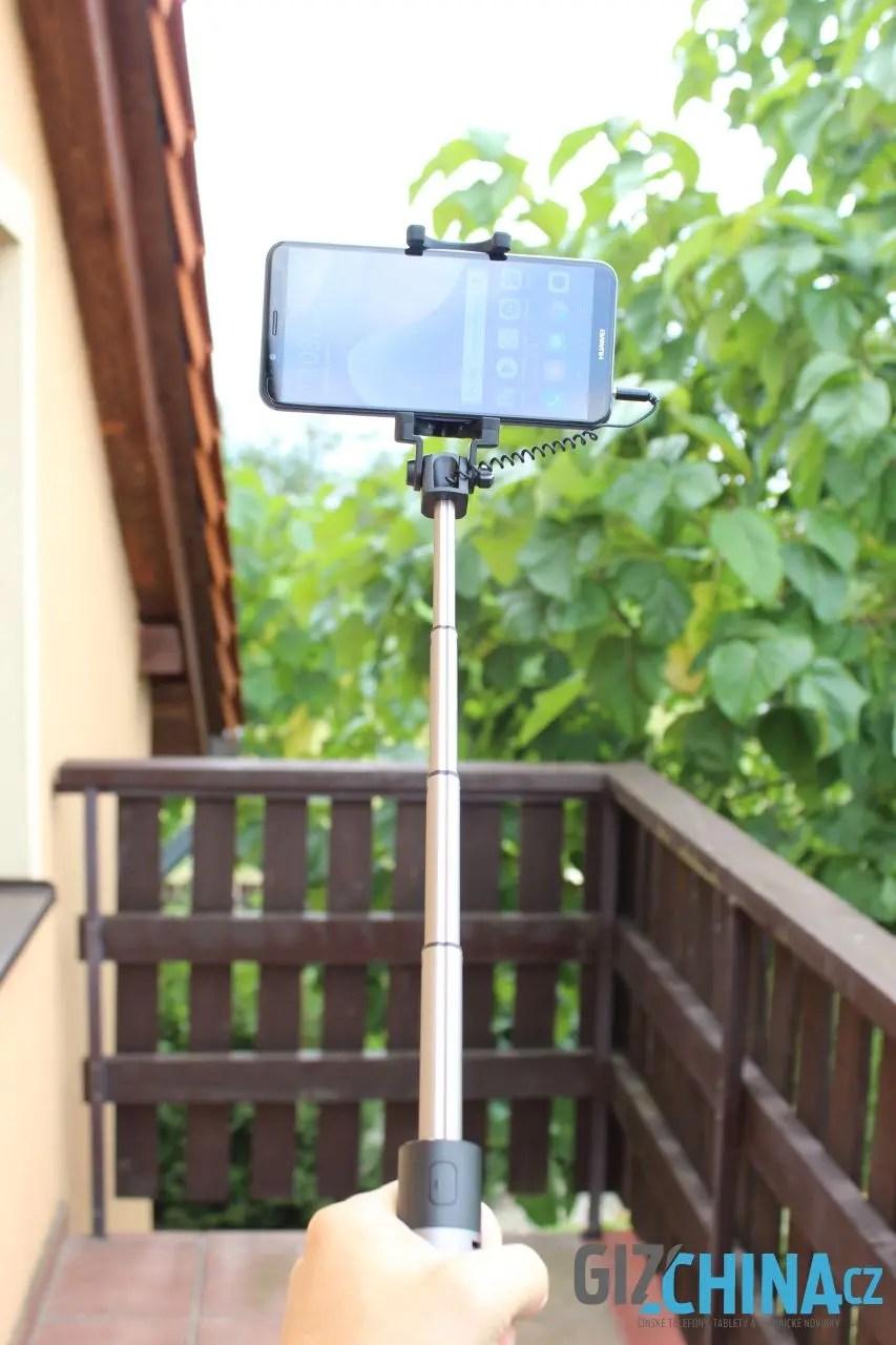 Během chvilky je ze stativu selfie tyč