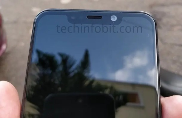 Moto-One-The-First-Ever-Motorola-Phone-With-Display-Notch-Real-Photos-Of-Moto-One-Leaked-techinfoBiT-4