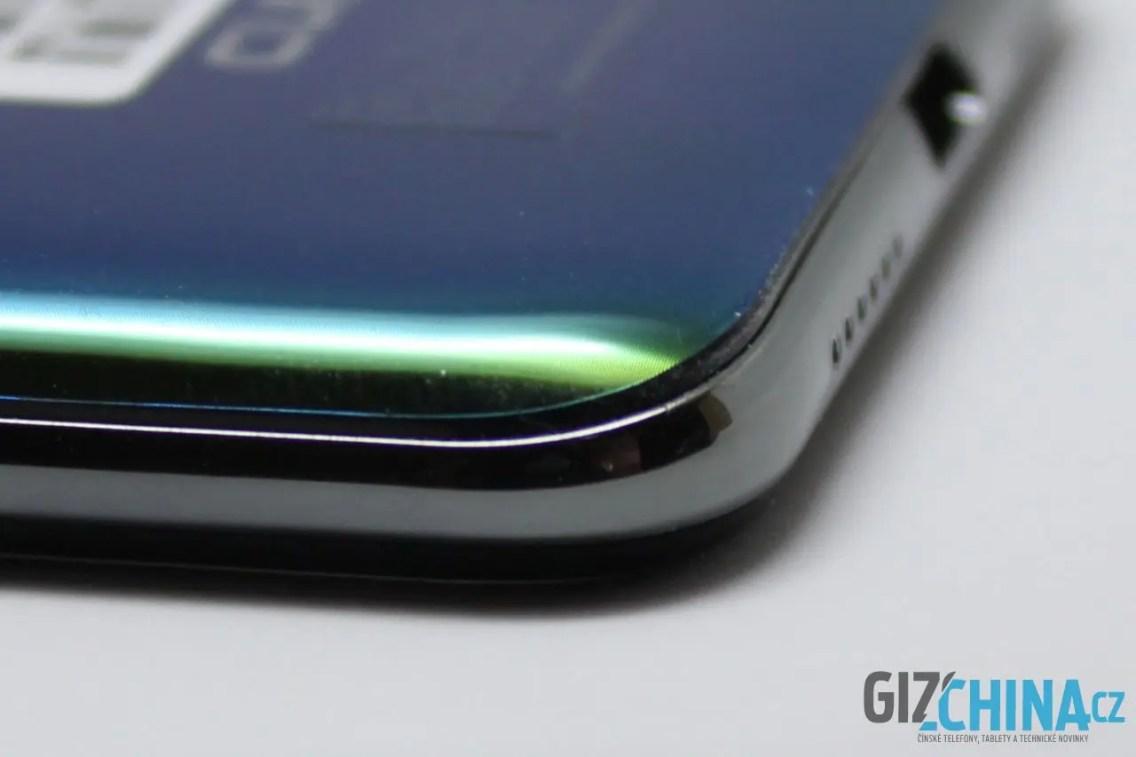 Detaily prozradí, že se jedná o levný telefon