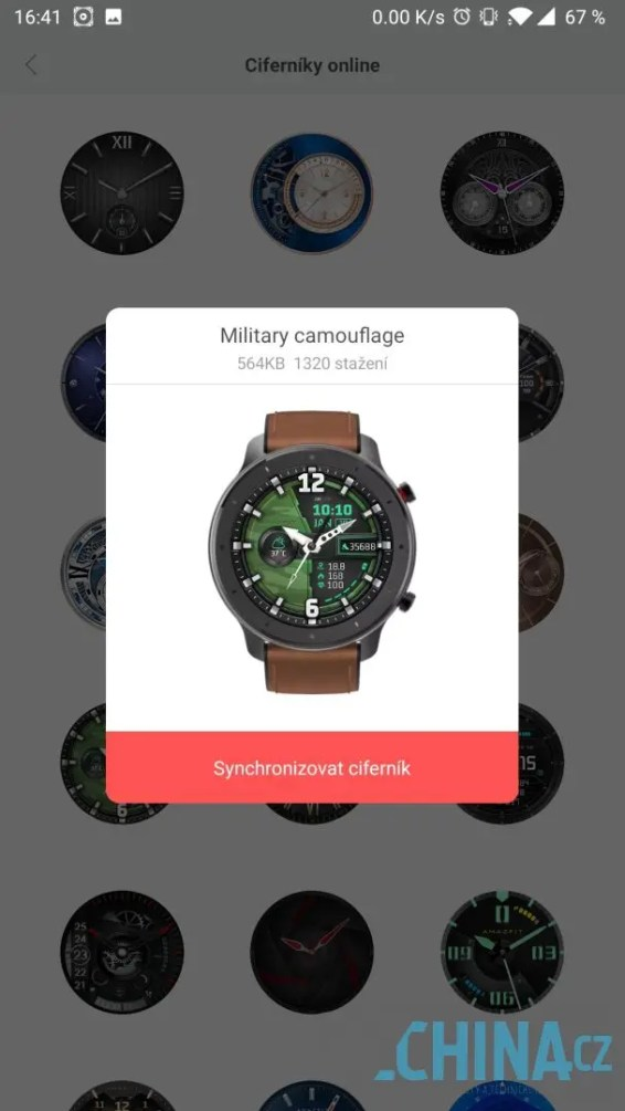 Každý ciferník se musí stáhnout do hodinek
