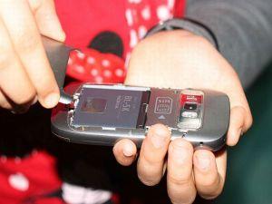 550px-Fix-a-Frozen-Mobile-Phone-Step-4