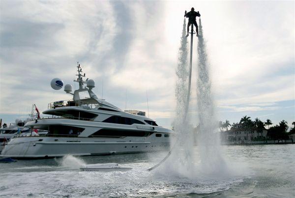 jetlev-r200x-is-a-2013-model-water-jetpack