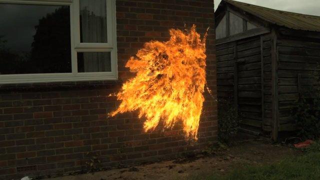 Molotov em câmera lenta.