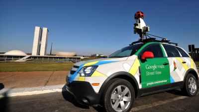 Carro do Google Street View em frente à Praça dos Três Poderes