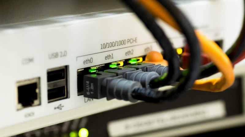 Cabo de internet conectado a um modem