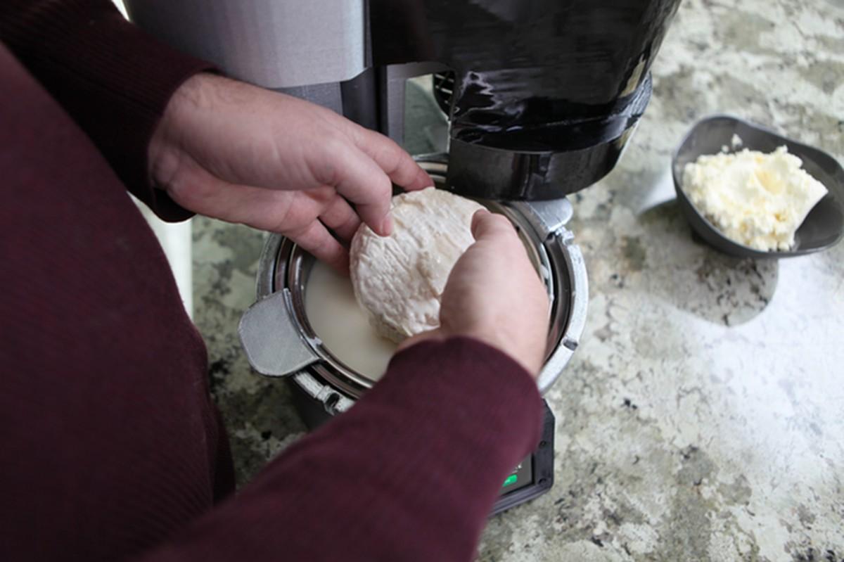 Fromaggio, Pembuat Keju Rumahan Otomatis Pintar Pertama di Dunia