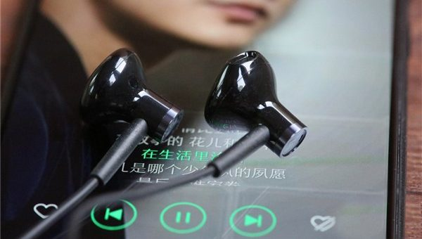 ef7f593d9ef AccessoriesDealsGearbestLatest NewsReviewsXiaomi. Unboxing & First  Impression of the New Xiaomi Mi Dual-Unit Half-Ear Headphones