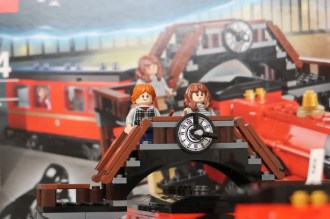 Harry Potter LEGO Hogwarts Express 75955 Ron Weasley and Hermione Granger