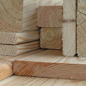 Bretter und Bohlen aus Lärchenholz
