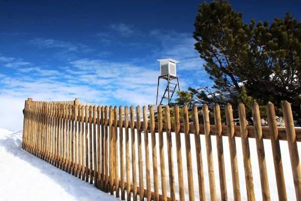 Senkrechtzaun-im-Schnee