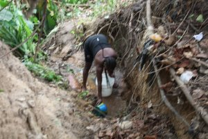 Abuja Residents Forced To Fetch Water From Streams Due To Water Scarcity (Photos) 2