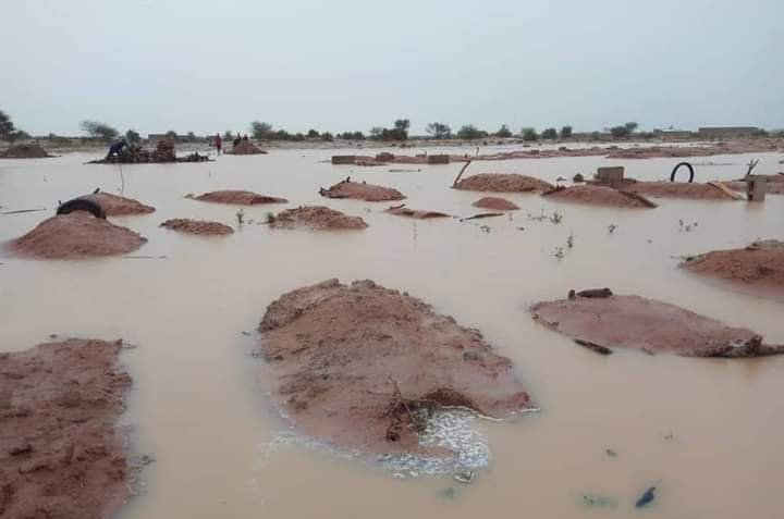 Flood Submerges Graveyard, Exposes Corpses In Senate President's Home Town (Photos) 1