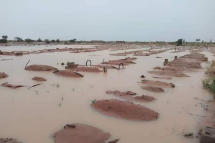 Flood Submerges Graveyard, Exposes Corpses In Senate President's Home Town (Photos) 4