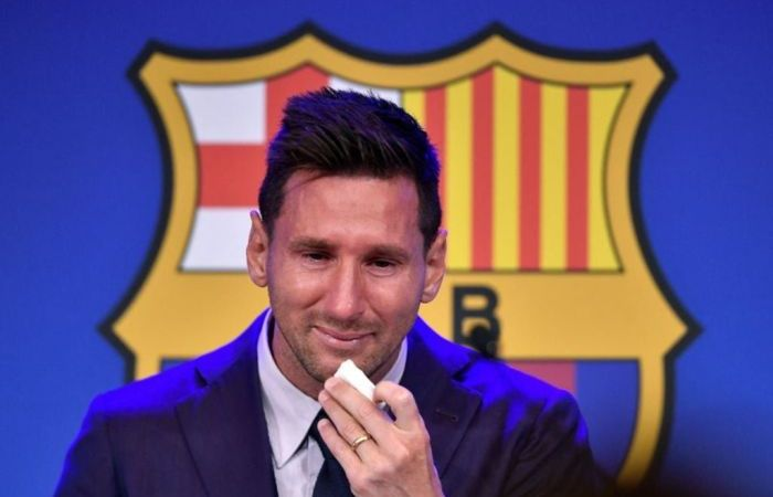 Lionel Messi Forced To Leave His Award At Barcelona