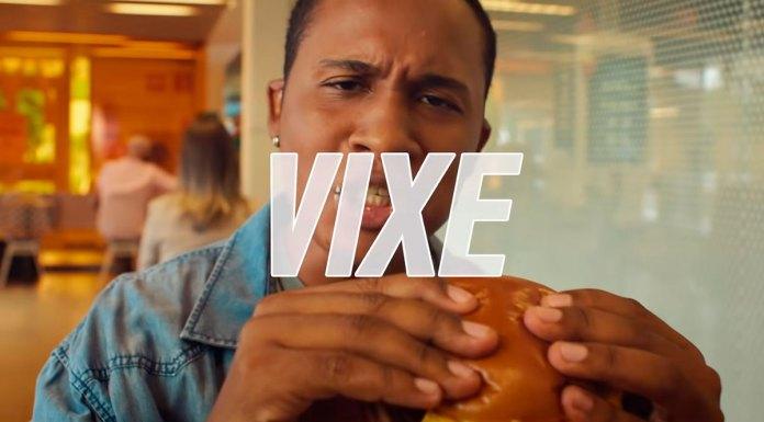 Cena do comercial que o McDonald's muda o nome das Picanhas do Méqui por gírias.