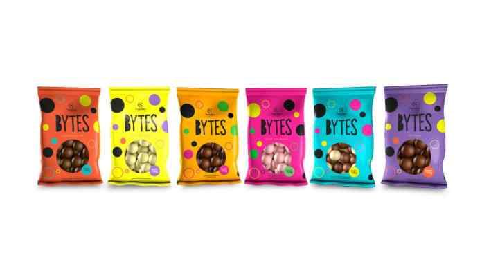 Foto de divulgação para as novidades da linha Bytes da Cacau Show. A foto apresenta todos os sabores de Bytes.
