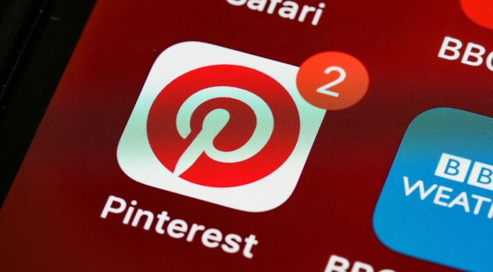 Logo do Pinterest, que anunciou os recursos de História e realidade aumentada.