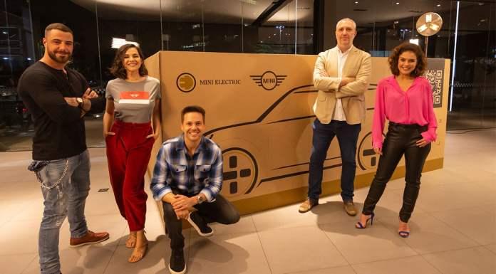 Foto de divulgação para o unboxing do MINI Cooper SE.