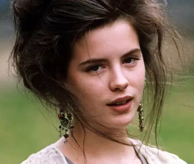 As A Fresh Faced 19 Year Old Kate Beckinsale The Daughter Of British Actors Judy Loe And Richard Beckinsale Typifies The Early 90s Grunge Aesthetic With