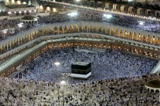 Saudi plane for Qatari pilgrims waits on Doha for landing rights-airline