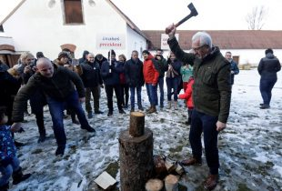 Czech presidential election headed for tight run-off vote -poll
