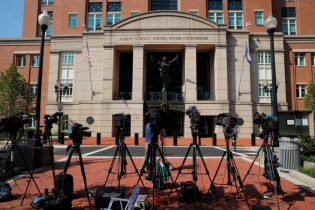 Jury to hear closing arguments in Manafort case on Wednesday
