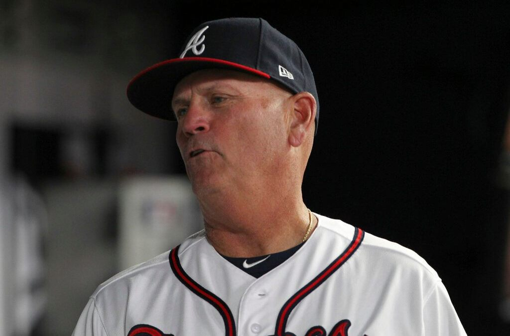 SEE IT: Foul ball hits Atlanta Braves manager in neck