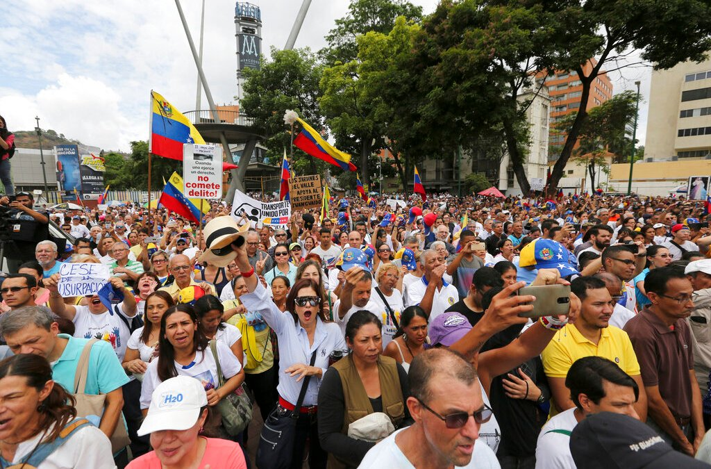 Colombian president calls for action on the crisis in Venezuela
