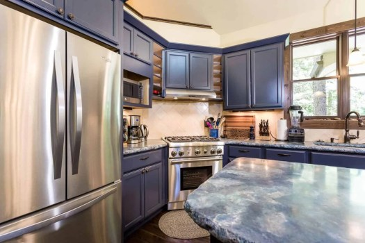 4- Kitchen with high end appliances 8