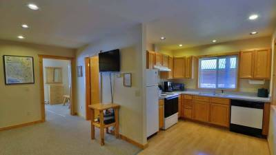 West Glacier Lodging, Single bedroom, log cabin rental